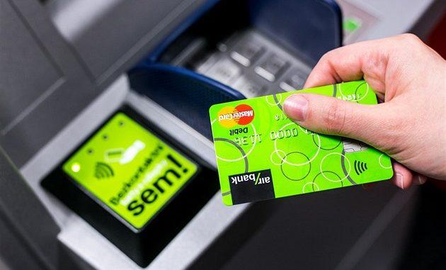 Bezkontaktní výběry z bankomatů